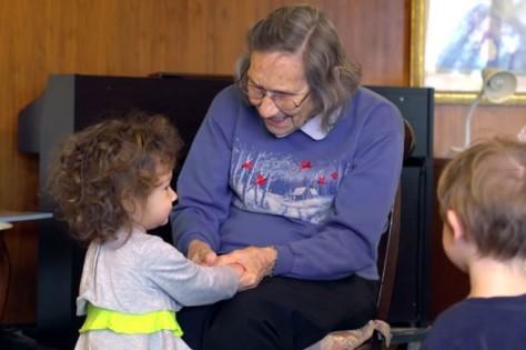 preschool-retirement-home-documentary-present-perfect-evan-briggs-27-652x434