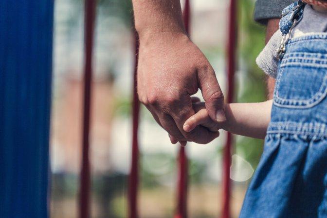 Aprenda, você, a lidar com suas emoções para educar seu filho